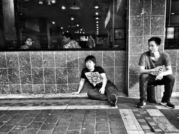 Just relaxing Streetphotography Blackandwhite Street Photography Streetphoto Black & White Monochrome Streetphoto_bw NEM Submissions NEM Black&white NEM Street
