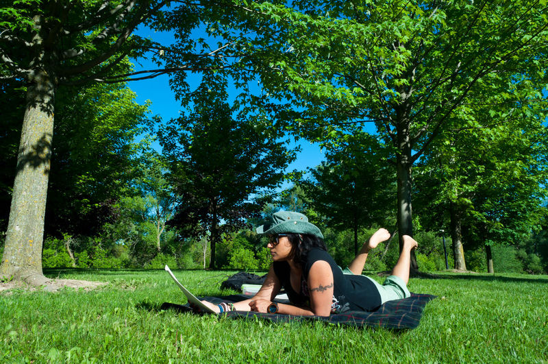 No better way to learn my lines for an audition than under a tree, laid out on a blanket in 80° weather!! 🎬📄😎💘 HelloEyeEm EyeEm EyeEmNewHere EyeEm Nature Lover EyeEm Gallery Ontario, Canada Actor Actorslife Audition Grateful Livingthedream Followyourdreams Hollywood Sunny Day Weekend Tree Young Women Full Length Sitting Relaxation Happiness Lying Down