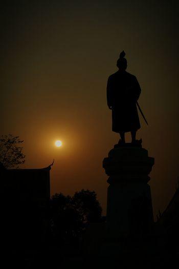 Negative Space Sun will set Thailand Wat Arun