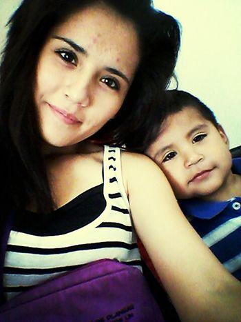 El es mi hijo el niño que llego a cambiar mi vida, por el cual siempre estoy alegre por que el busca la manera de hacerme sonreir, lo amo por que siempre esta con migo y sin el mi vida no tendria sentido mi hijo es mi gran amor .... <3