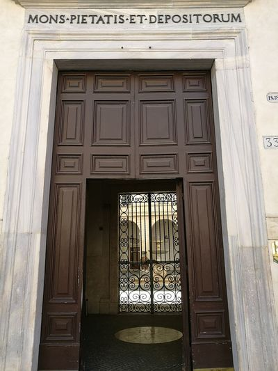 Door Architecture Entrance Built Structure Ornate Building Exterior Day Wood - Material No People Outdoors City Politics And Government Monte Di Pietà Roma The Purist(No Edit,no Filter) Business