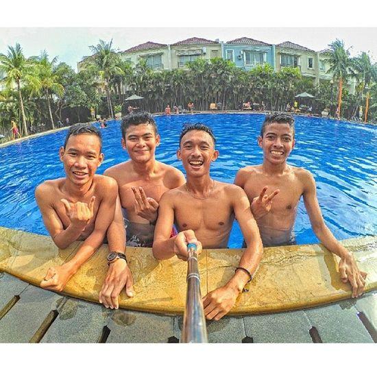 Hay kamu ! Santai yuk Xiaomiyi Xiaomiyi_id Xiaomiindonesia Yicam Yicam_id Yicamsurabaya Surabaya Exploresurabaya Aslisuroboyo Swimming Rest HDR Fun