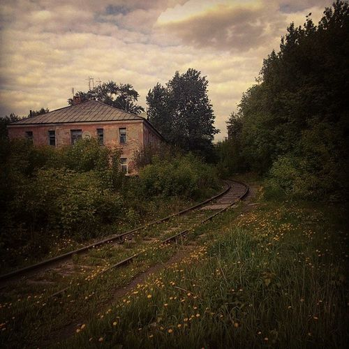 Дом на краю света Openomsk House Railway Clouds