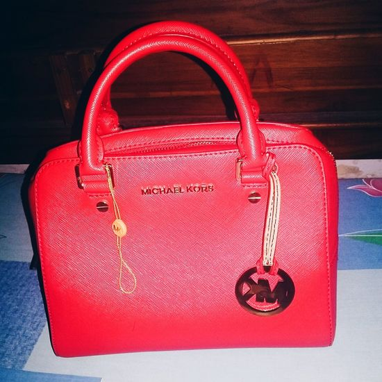 My new mate!! So in love with red! 👜💋💞