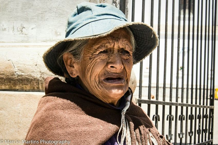 An old lady begs seated in front of Nossa Senhora de Copacabana church, in Copacabana. Her expression of desperation touched me deeply. I wander how many elders have to beg in order to survive. 20/09/2015 - Canon Rebel T6s Women Who Inspire You Taking Photos Portrait Elder Beggar Traveling The World Women Around The World