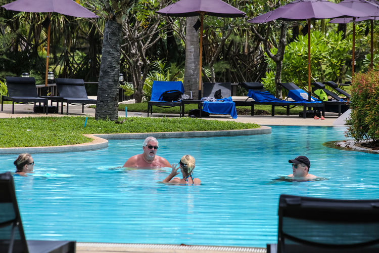 Traveler with together Communications Connected By Travel Phuket Travel Together With Travel With Together Real People Sea And Beach Travelers