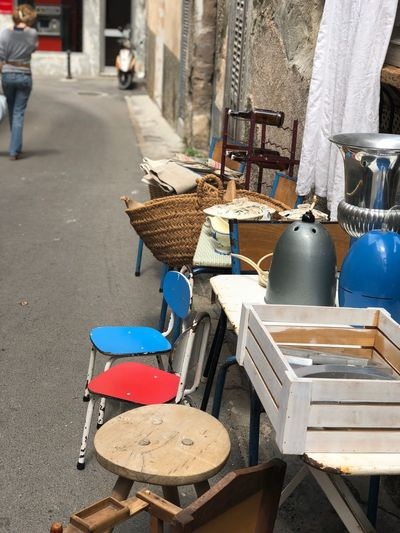Vintage Chair Fleamarket Flohmarkt Rot Blau Day Incidental People Architecture Outdoors City Built Structure Wood - Material Sunlight Street Musical Instrument Music For Sale Market