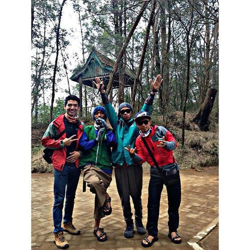 Indah tak harus mewah :) Indonesiaindah Java Dieng Mtprau Togetherwecan Adventure Trip Kabake Nature Mountains INDONESIA Friendship KerucutAdventure