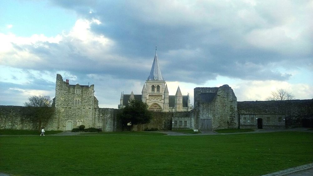 Rochester Castle Rochester Cathedral Architecture History Building Exterior Built Structure Architecture Cloud - Sky Travel Destinations No People Outdoors Day Sky