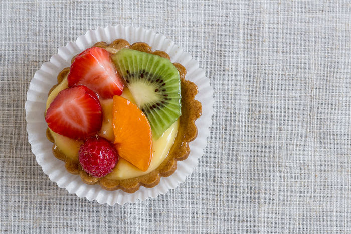 Pastry with fruit Close-up Cream Decoration Delicious Fruit Dessert Dessert Time! Food Fresh Freshness Fruit Fruits ♡ Healthy Lifestyle Kiwifruit Melon Pastry Pastry With Fruit Raspberries Red SLICE Strawberries Strawberry Cake Sweet♡ Table Tasty😋 Temptation