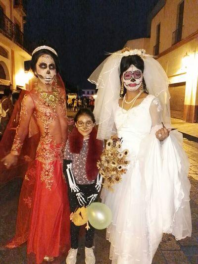 Querétaro Muertosvivientes Catrina Day Of The Dead Mask Skulls And Bones Desfile Dia De Muertos DIA DE MUERTOS Tradition Dia De Los Muertos
