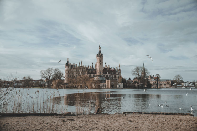 Schwerin Castle is a palatial schloss located in the city of Schwerin. Schwerin Schweriner Schloss Schwerin Castle Schweriner See See Schloss Architecture Water Cloud - Sky Sky City Building No People Outdoors History Trip Travel Germany Birds Nature Mecklenburg-Vorpommern Schloss Schwerin Winter Tourism