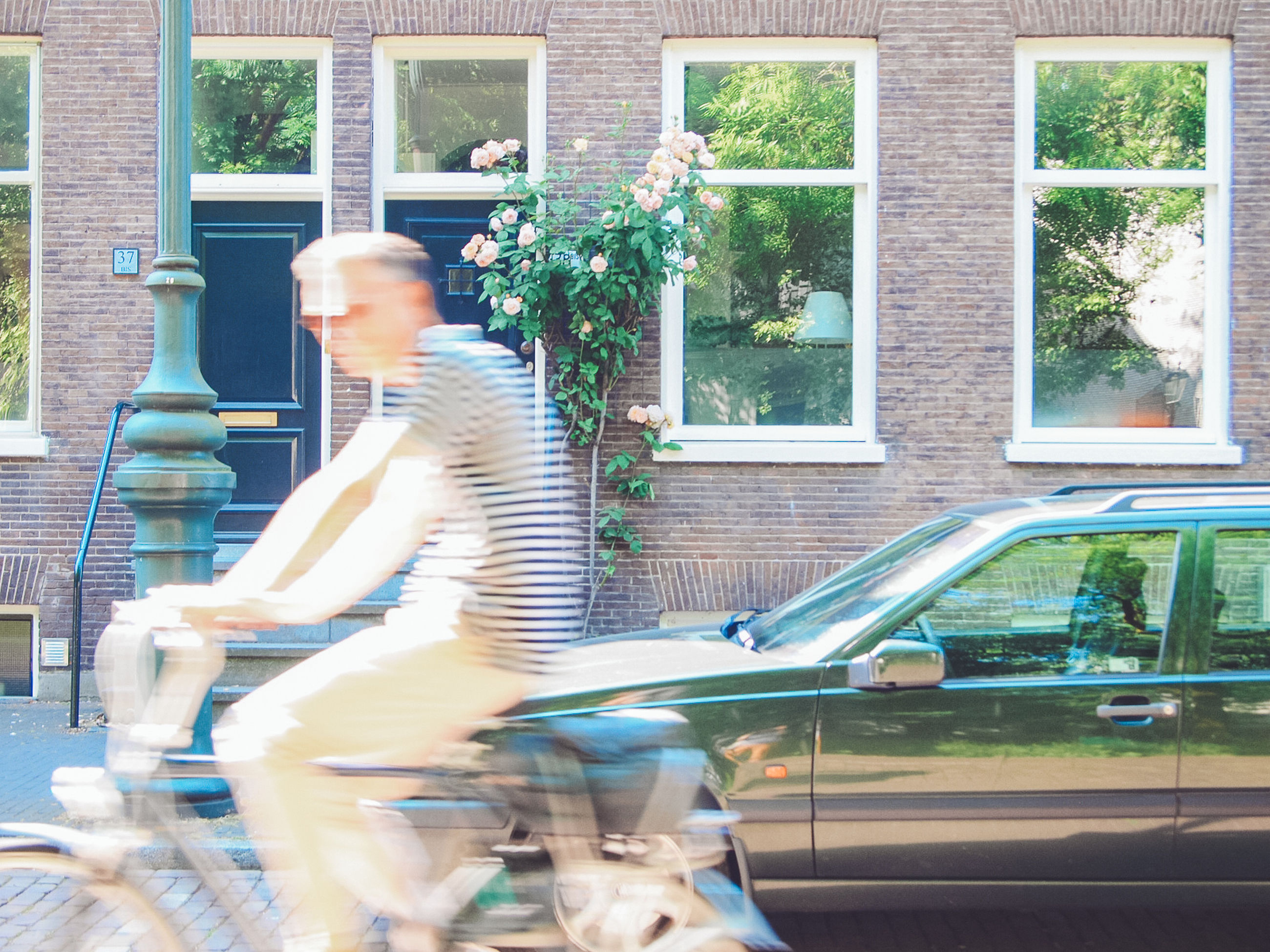 architecture, real people, one person, building exterior, lifestyles, built structure, men, leisure activity, bicycle, blurred motion, building, day, motion, window, transportation, ride, sport, outdoors, males, riding