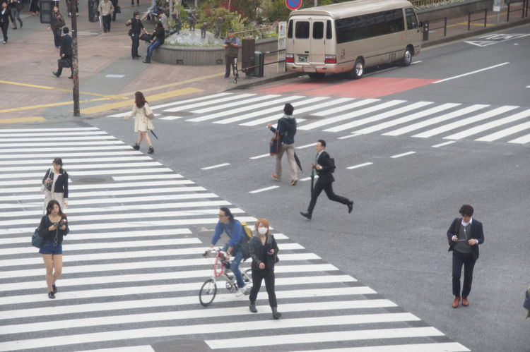 Homerun at the crossing, #crossing Businessmen Greenlight Homerun Lastminute Shibuyacrossing Traffic Zebra Crossing