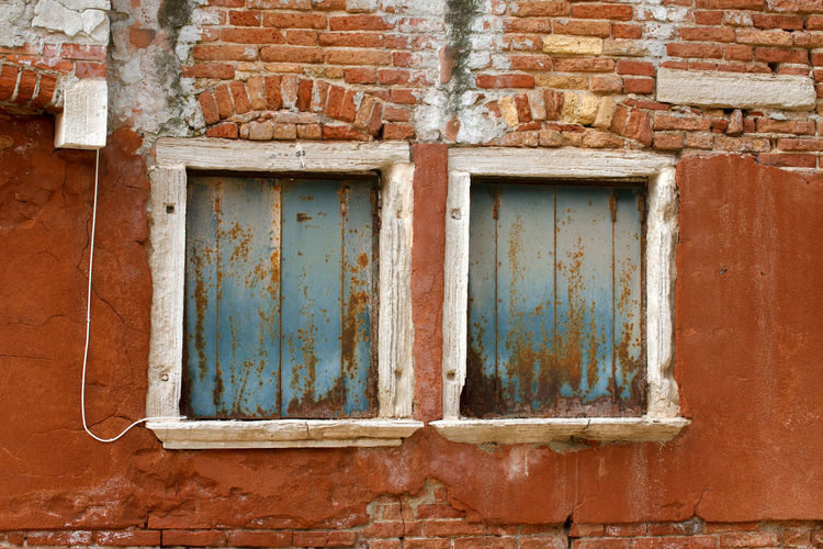 Old house facade in Venice/Italy Italy Venice City Cities Town Towns Historical Famous Place Colorful Blinds Blind Shutter Shutters Attraction House Facade House Facades Island Old Window Windows Tourist Destination Tourist Destinations Travel Destination Travel Destinations Rusty