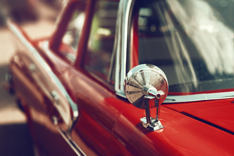 Close up of a american oldtimer Mode Of Transportation Car Transportation Motor Vehicle Red Day Land Vehicle Reflection Outdoors Focus On Foreground Metal Close-up High Angle View Selective Focus Retro Styled Chrome Oldtimer USA American Mirror Fifties Sixties Retro Vintage Car Cuba