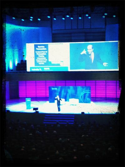 #ronkaufman on stage über #upliftingservice #esprix13