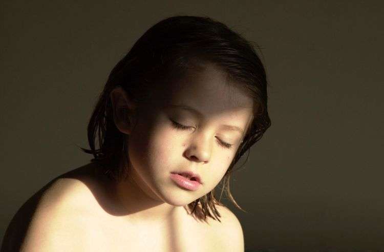 Natural Light Portrait Beautiful Girl Morning Light Quiet Thoughts Peace And Quiet Natural Beautiful Child