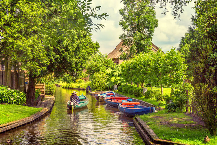 Beauty In Nature Boat Calm Canal Day Giethoorn Grass Green Green Color Growth Holland Lifestyles Nature Nederland Outdoors Reflection Reflections In The Water Relaxing River Scenics Sky Traveling Tree Village Water