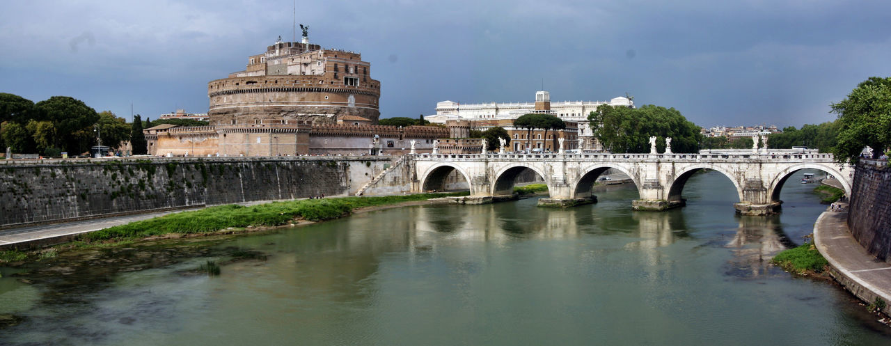 Pano Castel Architecture Bridge - Man Made Structure Building Exterior CASTEL SANT'ANGELO ROME City Cityscape Cloud - Sky Day History Italia Nature No People Outdoors Pano Castel Sant'Angelo Rom Rome Italy Scenics Sky Travel Destinations Tree