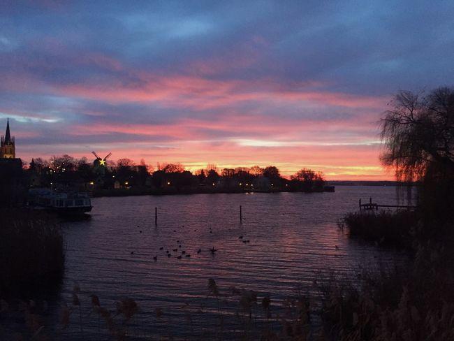 I love the sun set😍 Evening Sky Evening Eym Em Best Edits Eym Best Shots River Sun Set Water Lake Nature Bridge First Eyeem Photo Wonderful Landscape Sun Sky Our Best Pics