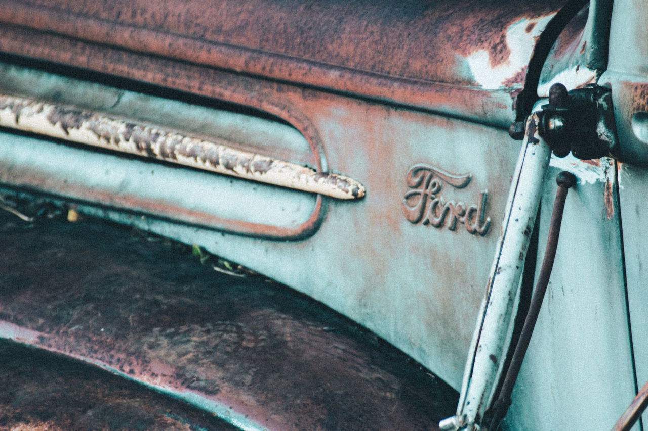 metal, no people, rusty, mode of transport, day, transportation, close-up, land vehicle, outdoors