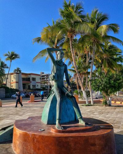Hi! Señor buzo! Tree Clear Sky No People Sky Palm Tree Nature Sculpture Outdoors Water Day Lapaz Lapazbcs  Lapazcity Malecon