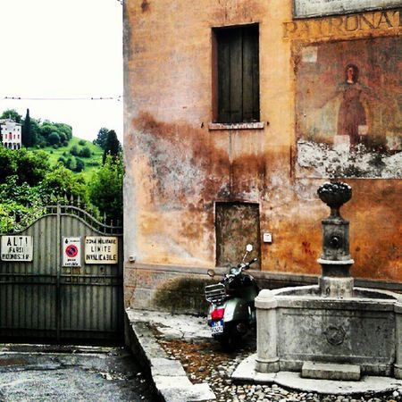 Magnificent villa on the left! Vespa Fountain Asolo italia Italy instagram igers igersitalia