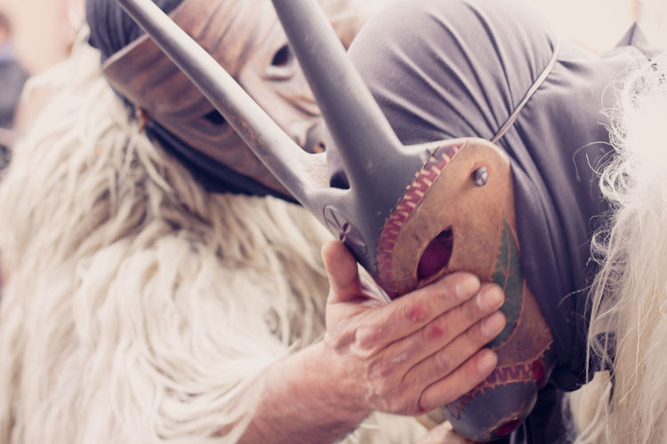 Sardegna Sardegnaofficial Sardegna_super_pics Sardegna😍😍👍👌 Tradition Traditional Clothing Traditional Festival Traditional Culture Abiti Abiti Clothes Sa Festa Sagra Degli Agrumi Sagra Delle Arance Human Hand Midsection Real People Adult Mammutones Mask Tipical Mask