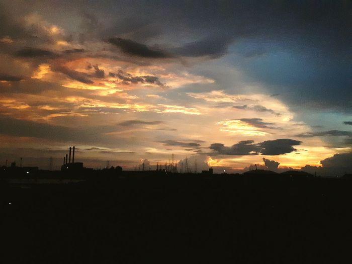 Sunset Beauty In Nature b Angkok Dramatic Sky Silhouette Cloud - Sky Business Finance And Industry Tranquility No People Night Outdoors Sky Landscape Vacations Nature Beauty In Nature City Astronomy