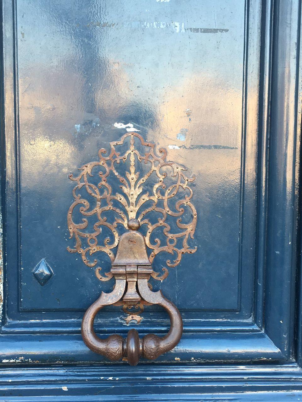 door, door knocker, metal, window, close-up, no people, rusty, day, architecture, building exterior, outdoors