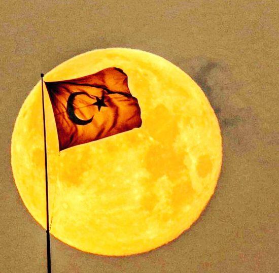 BAYRAĞIM KADAR GURURLA DALGALANAN BİR BAYRAK DAHA YOK Tsk Türkiye Türkbayrağı Bayrak Gece