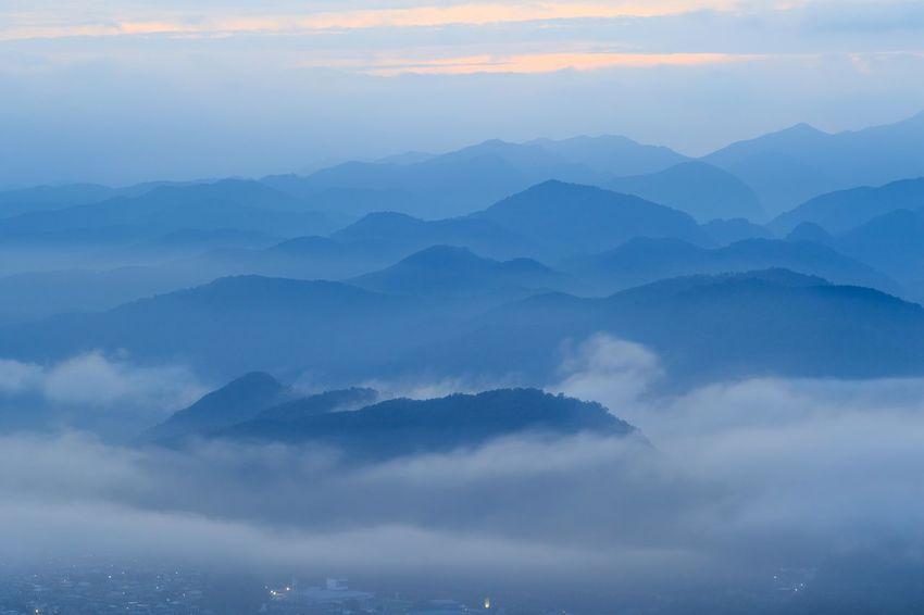 初雲海 奈良県宇陀市鳥見山 sea of clouds Mountain Mountain Range Nature Sea Of clouds Mountain Peak From My Point Of View Landscape Beauty In Nature Early Morning My Fevorite Place