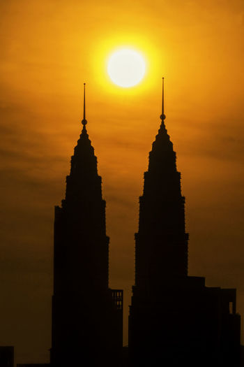 Sun between the two towers Kuala Lumpur Kuala Lumpur Malaysia  Sunrise_Collection Two Is Better Than One Two Towers Architecture Beauty In Nature Building Exterior Built Structure City Nature No People Orange Color Outdoors Silhouette Sky Skyscraper Sun Sunrise_sunsets_aroundworld Sunset Travel Destinations Stories From The City