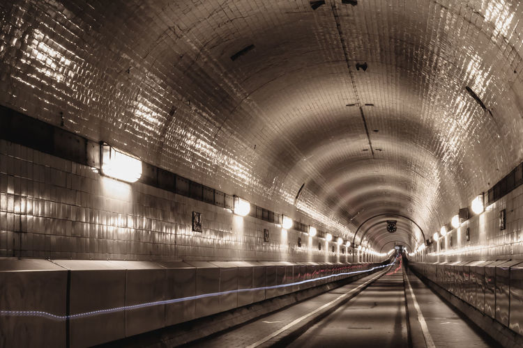 Tunnel Long