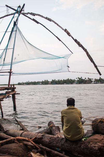 Cochin Fisherman Fishing India Indian Indiani Kerala People Person Persone Pesca Reti Uomini Up Close Street Photography