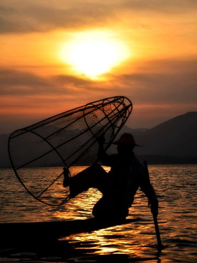 Traditional Fishermen at Inle Lake Sunset Sunlight Silhouette Fishing Fishing Net Morning Fisherman Tranquility Nature Water Capture Tomorrow