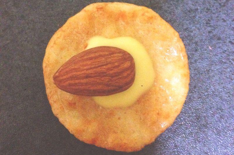 おせんべい Enjoying Life Cheese Almond Eating Yummy Japanese Food Japan チーズ 久しぶりに食べたくなるんです、コレ🍘