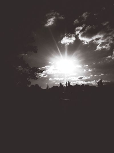 WeatherPro: Your Perfect Weather Shot Autumn Light Capa Filter Enjoying The Sun