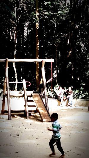 Streetphotography Sao Paulo - Brazil Art Saopaulocity Saopaulowalk Paulista Avenue Saopaulo_originals Street Masp Arte Ruas De São Paulo Crianças Child Trianon Escorregador