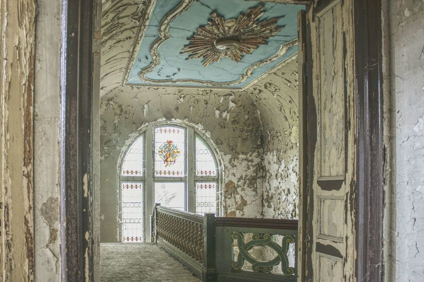 Urbex Urbexphotography Abandoned Abandoned Places Abandoned Buildings Abandoned House Urbexexplorer Urbanexploration Old Decay Urbex_rebels Urbexworld Lovely Old Interior Nature Photography Interior Staircase Ceiling Religion Place Of Worship Window Architecture Historic Fresco Passageway The Past Ancient