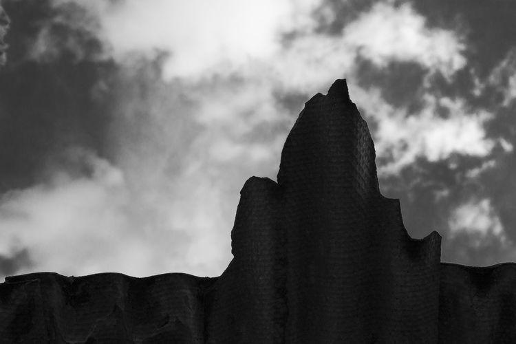 Teja con cielo dramático Cloud - Sky Sky Silhouette Building Black And White Dramatic Sky Monochrome From My Point Of View