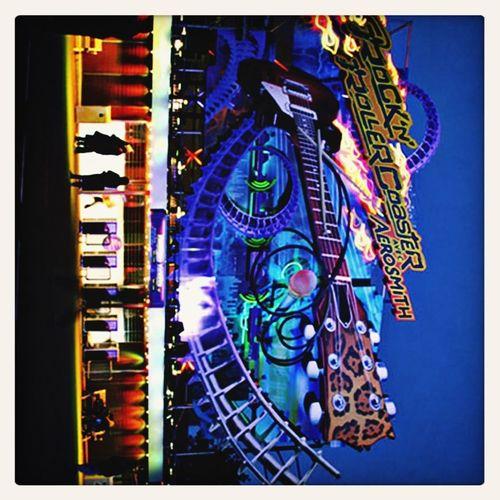 Ma deuxième attraction préférée après the twilight zone Tower of Terror: Rock'n'roller Coaster avec Aerosmith.