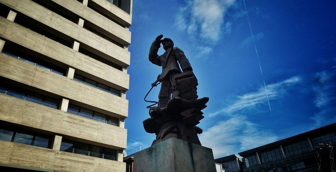 Statue Eye4photography  Fujifilm Finepix SL1000 On The Way Düsseldorf, Medienhafen Düsseldorf Buildinds