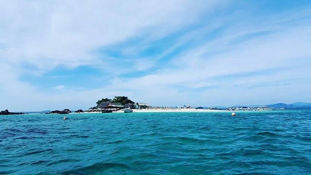 Phuketisland Islandhop Islandhopping Umbrellas Beach Beachlife Thailandisland Thaibeach SandyBeach Sand Sunnyisland Island Phuket Thailand Clearskies Igers Igersphuket Igersthailand Igersmalaysia Igersmalaysian Photooftheday Likeforlike Like4like Likes4likes L4like l4l
