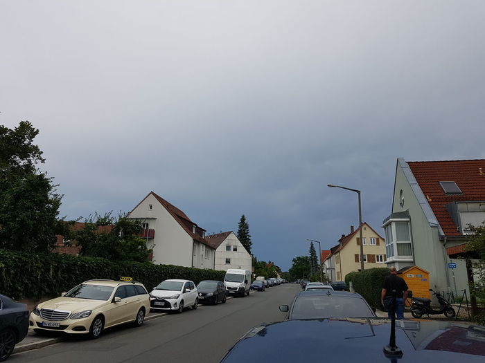 Da kommt wohl was Car Building Exterior Tree Cloud - Sky Outdoors Architecture No People Road Sky Day City Eibach