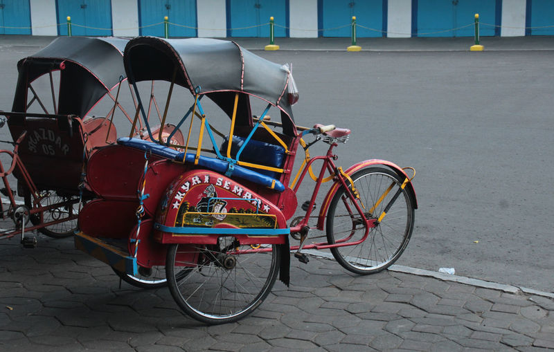 Becak - Traditional Transportation Surakarta Surakarta, Indonesia Traditional Transportation Architecture Becak Becak Jawa Becak Keraton Becak Solo Beč Building Exterior Built Structure Day No People Outdoors Red Rijall Rijall Blues Rijallblues Solo Solotraveler Street Traditional Transport Transportation