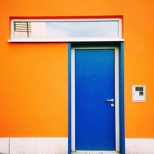 Colorblocking Jena Blue Orange Minimalism Architecture