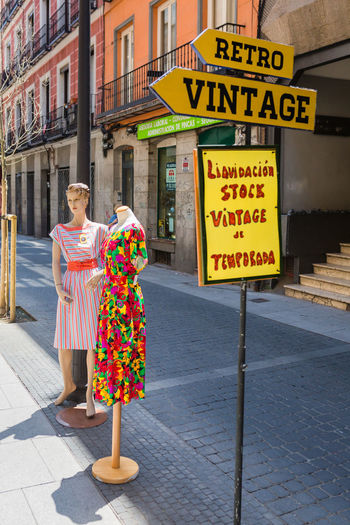 Retro Vintage City City Life Colourful Dress Madrid Retro SPAIN Sigma Sunny Canon Canonphotography Clothes colour of life Dummy España Lifestyles Multi Colored Patterned Sigma 35mm Art Sign Street Street Photography Streetphotography Urban Vintage
