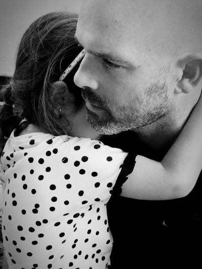 Amorinfinito Amorincondicional Miniña MyGIRL Love Blackandwhite Blackandwhitephotography EyeEm Best Shots Eyemphotography Hug Men Togetherness Males  Close-up Falling In Love I Love You Hugging